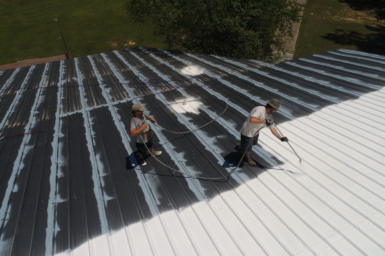 Dayton Ohio roofers repairing roof