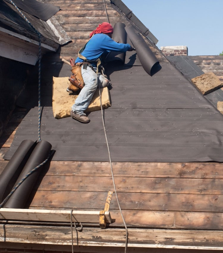 Middletown Ohio Roofer working