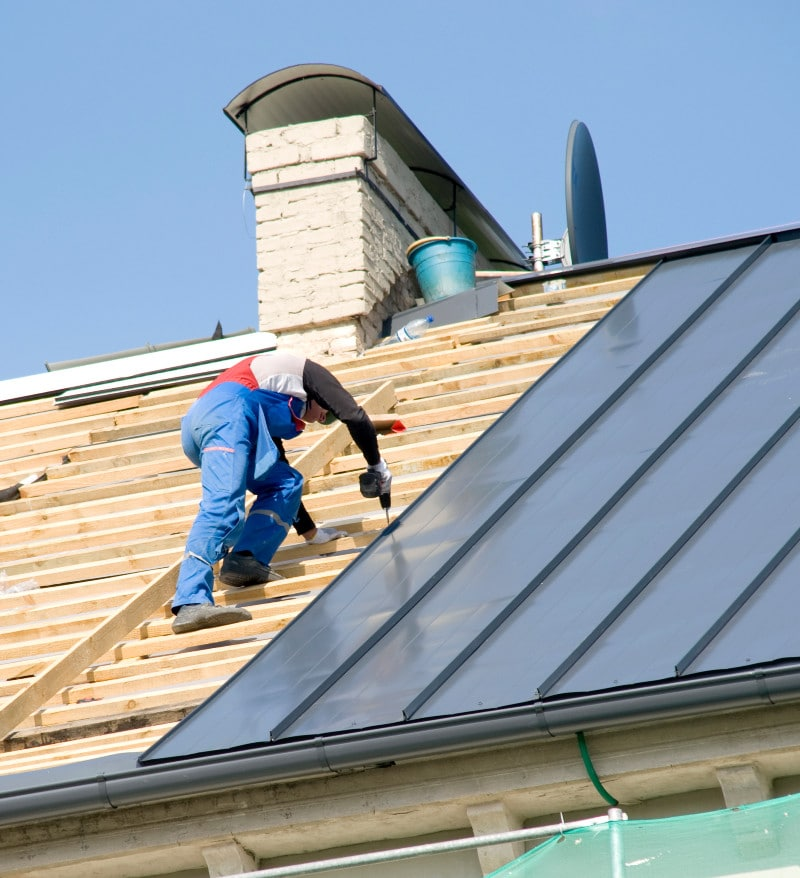 Kettering Ohio Roofer with hammer